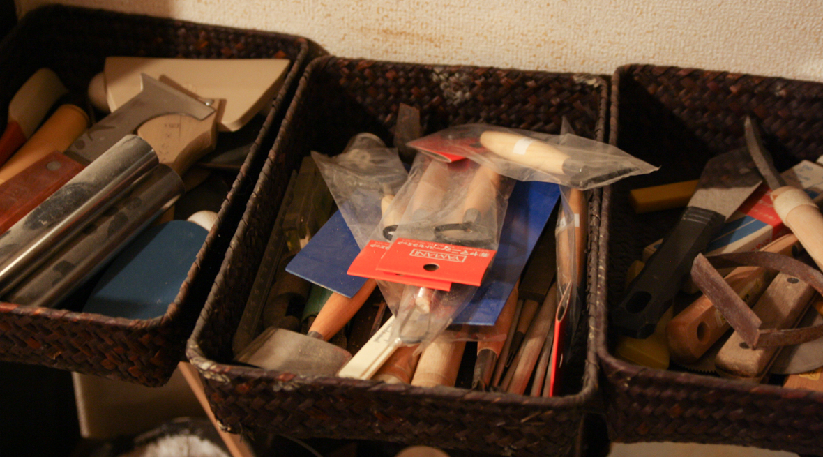 作業場にたくさん並んだ道具
